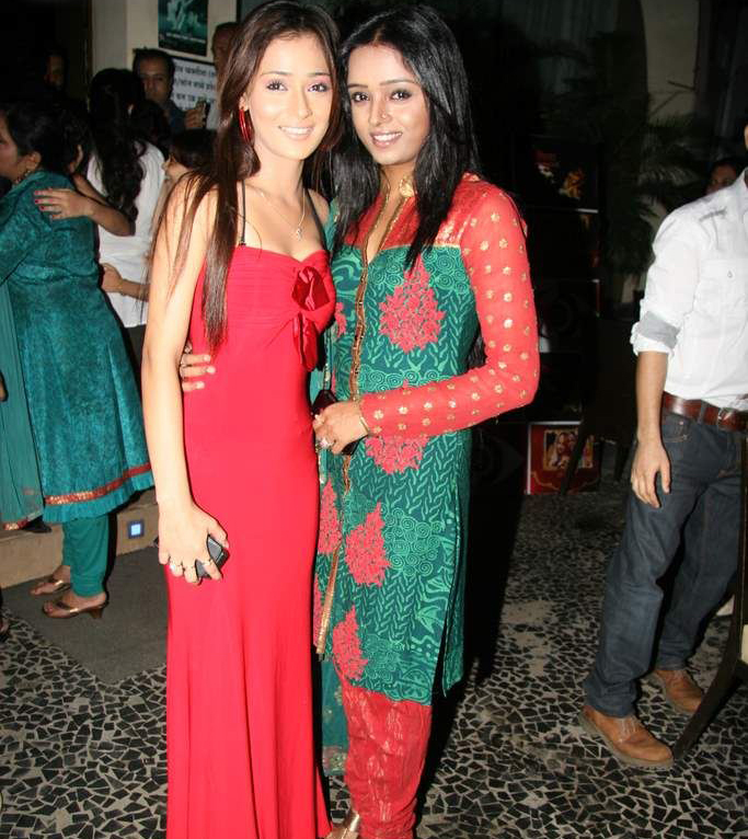 A Look Back At Parul Chauhan And Sara Khan's Friendship Moments 1