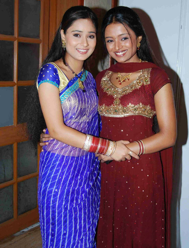 A Look Back At Parul Chauhan And Sara Khan's Friendship Moments 4