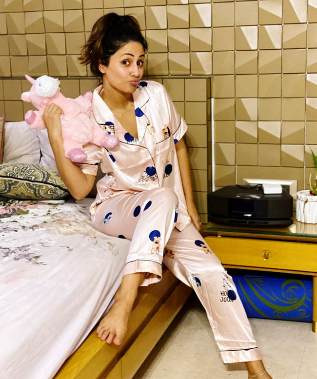 Casual Style: Hina Khan, Erica Fernandes And Niti Taylor's Cute And Comfy Pajamas 2