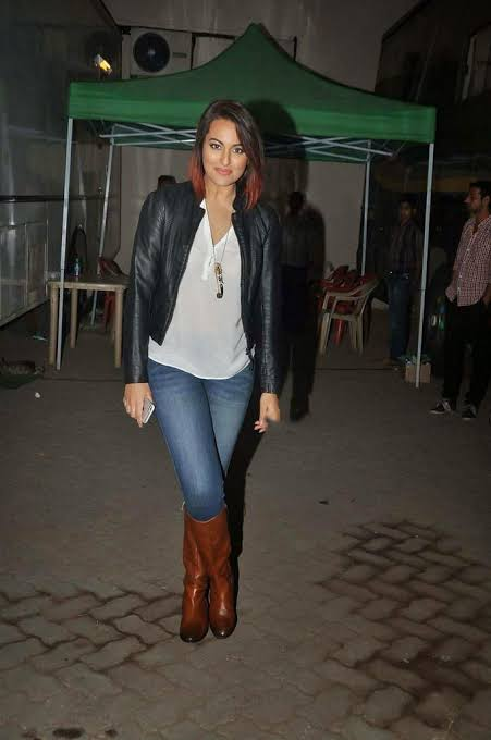 Disha Patani, Sonakshi Sinha and Kareena Kapoor know how to style your ankle booties 2