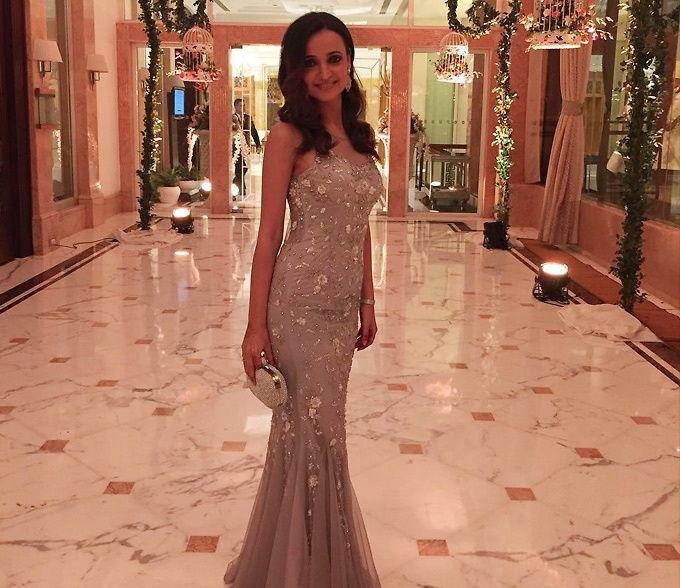 Divyanka Tripathi VS Sanaya Irani VS Surbhi Jyoti VS Sriti Jha: Best look in a gown dress 3