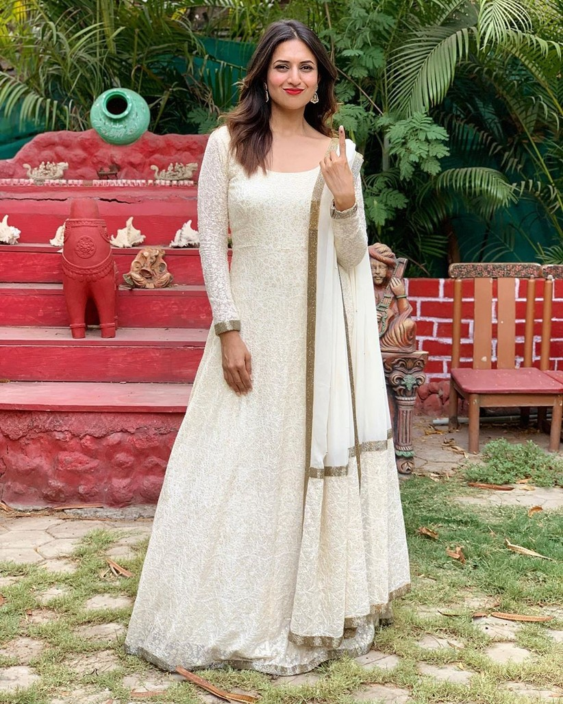 Erica Fernandes And Divyanka Tripathi's Stylish and Chic Chikankari Suit! 1