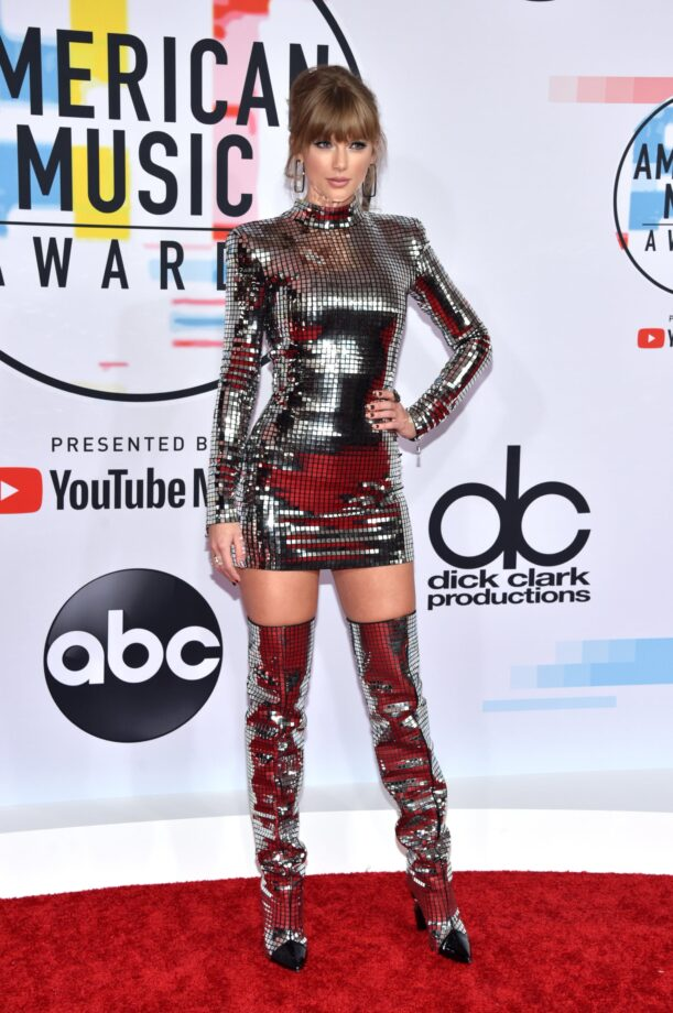 Every Time Taylor Swift Dazzles In Sexy Bodycon Outfits Iwmbuzz