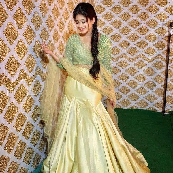 How to Maintain Healthy Hair Like Shivangi Joshi? 4