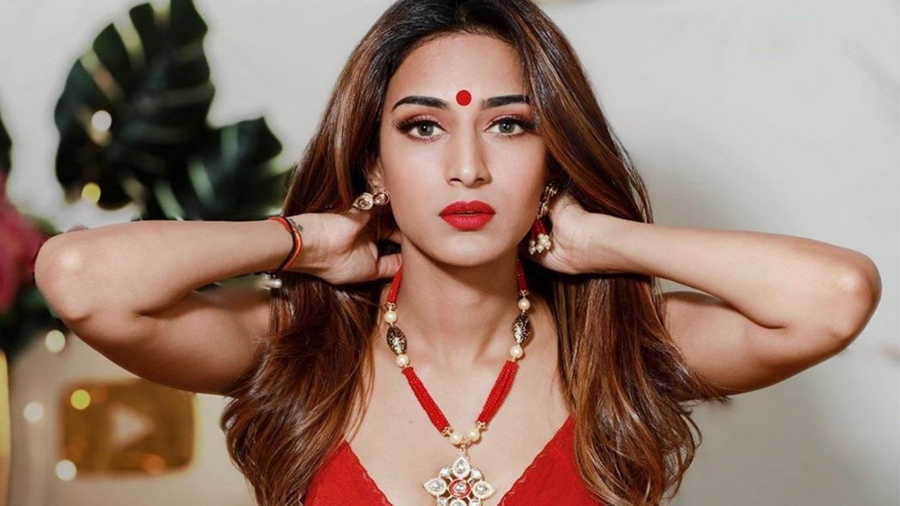 If You're a Die-Hard Lipstick Fan? Check Out Hina Khan, Erica Fernandes, Shrenu Parikh's Different Shades 7