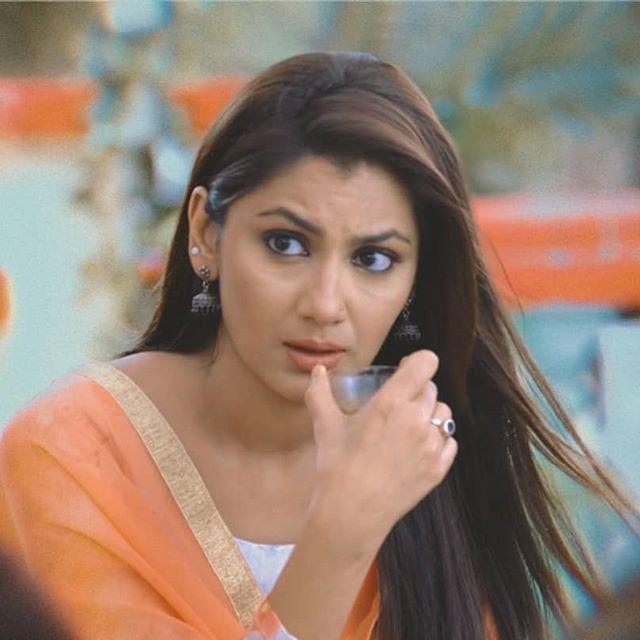 Kumkum Bhagya Actress Sriti Jha Loves Posing And These Pics Are Proof! 2