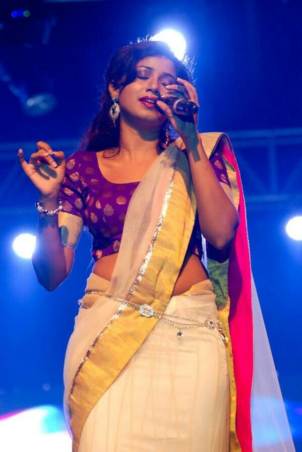 Neha Kakkar vs Shreya Ghoshal: Who Slays The Perfect Elegance In a Saree? 3
