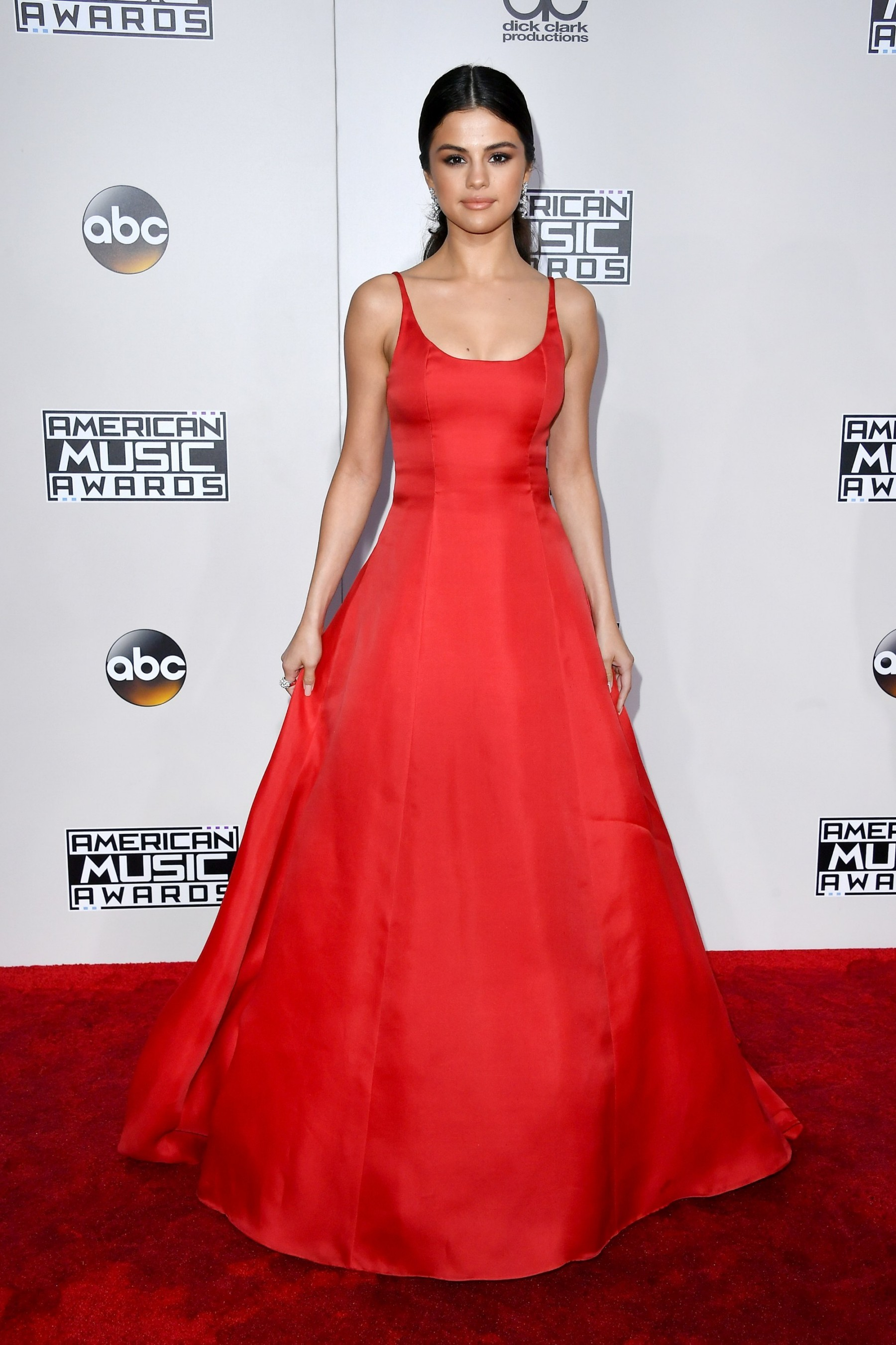 Selena Gomez or Alia Bhatt: Who looks HOT in red gown? 2