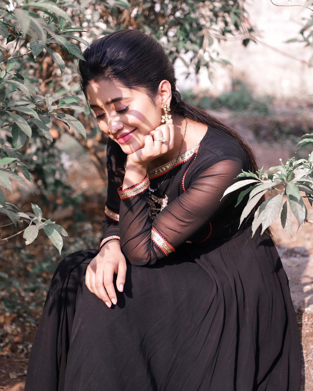 Shivangi Joshi, Divyanka Tripathi, Jasmin Bhasin's Casual Silk Outfits Are All You Need This Monsoon Season!