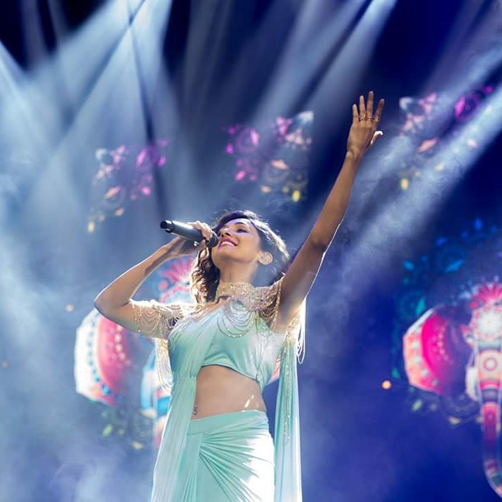 Times When Neeti Mohan, Dhvani Bhanushali and Neha Kakkar Slayed The Saree Look To Perfection 4