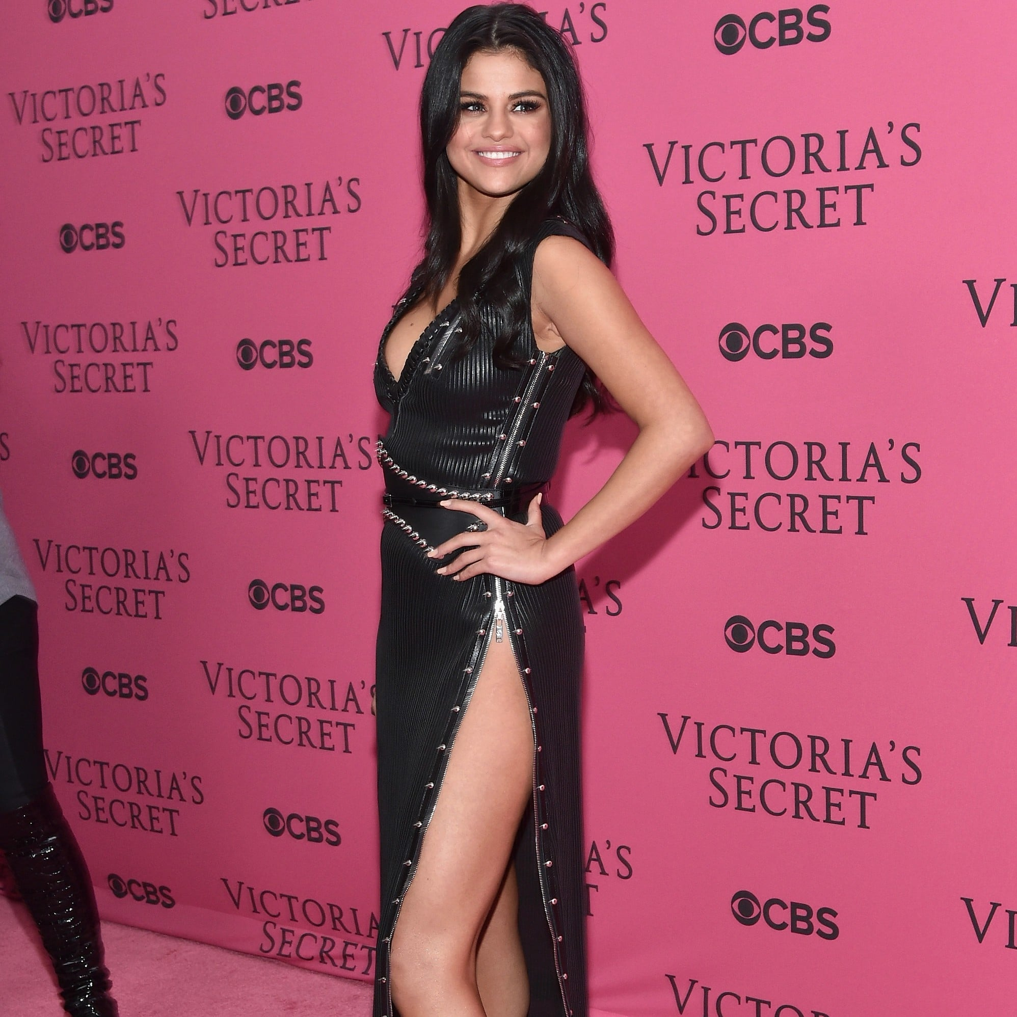 5 Sexiest Outfits Ever Worn By Selena Gomez