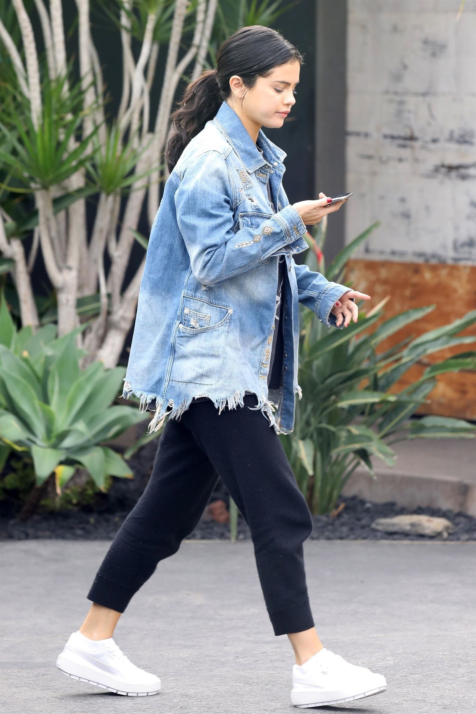 5 Trendy Summer Tees From Selena Gomez's Wardrobe For Women Who Like To Keep It Simple 6