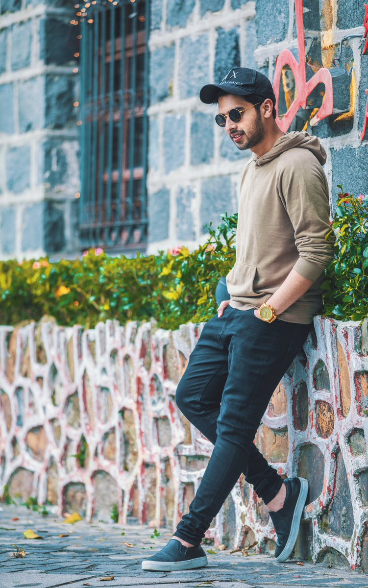Adorable Hoodie Style To Follow From Armaan Malik 3