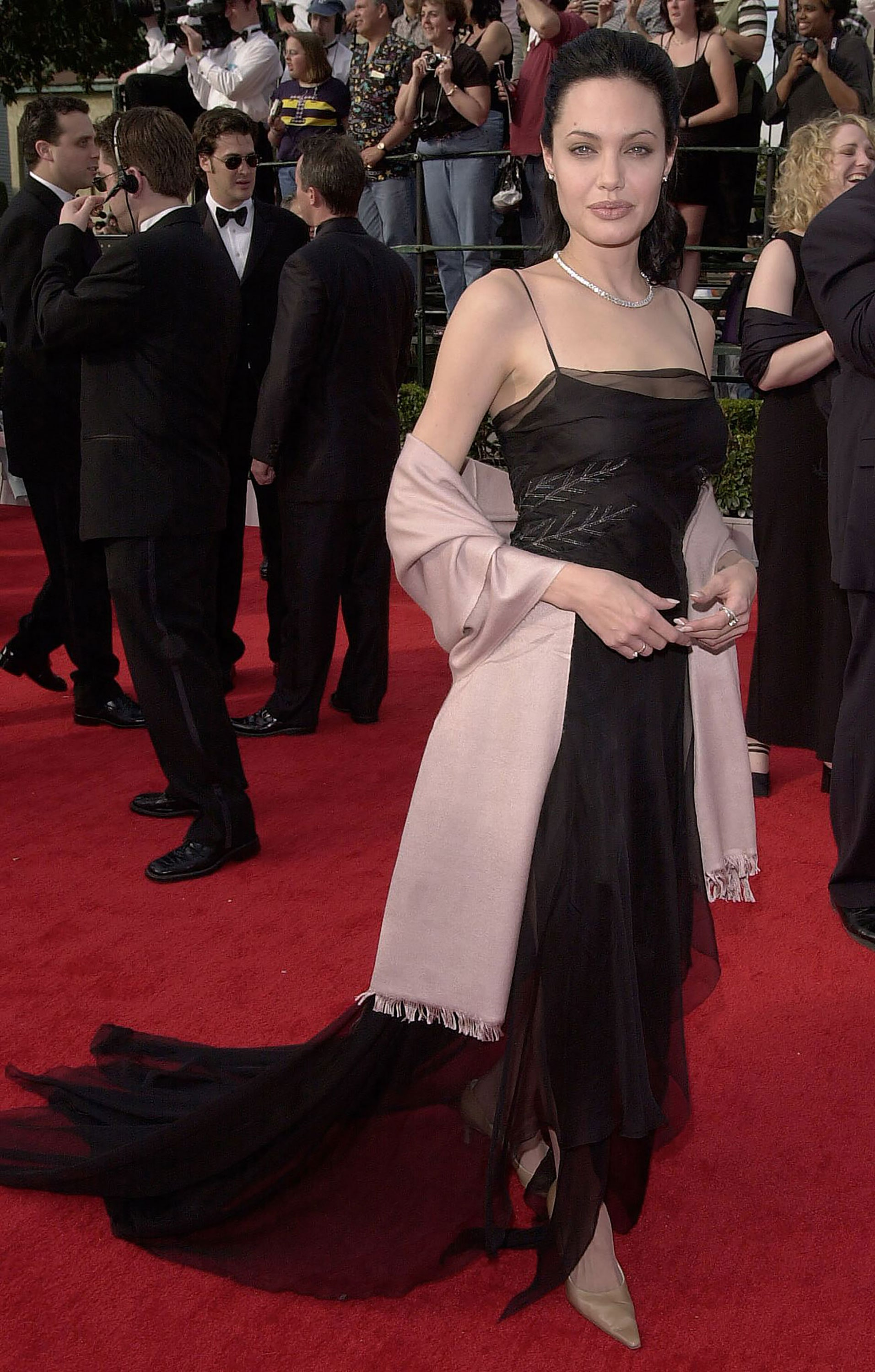 Angelina Jolie's Fashionable Looks That Untie The Knots Of Elegance and Snobbery 1