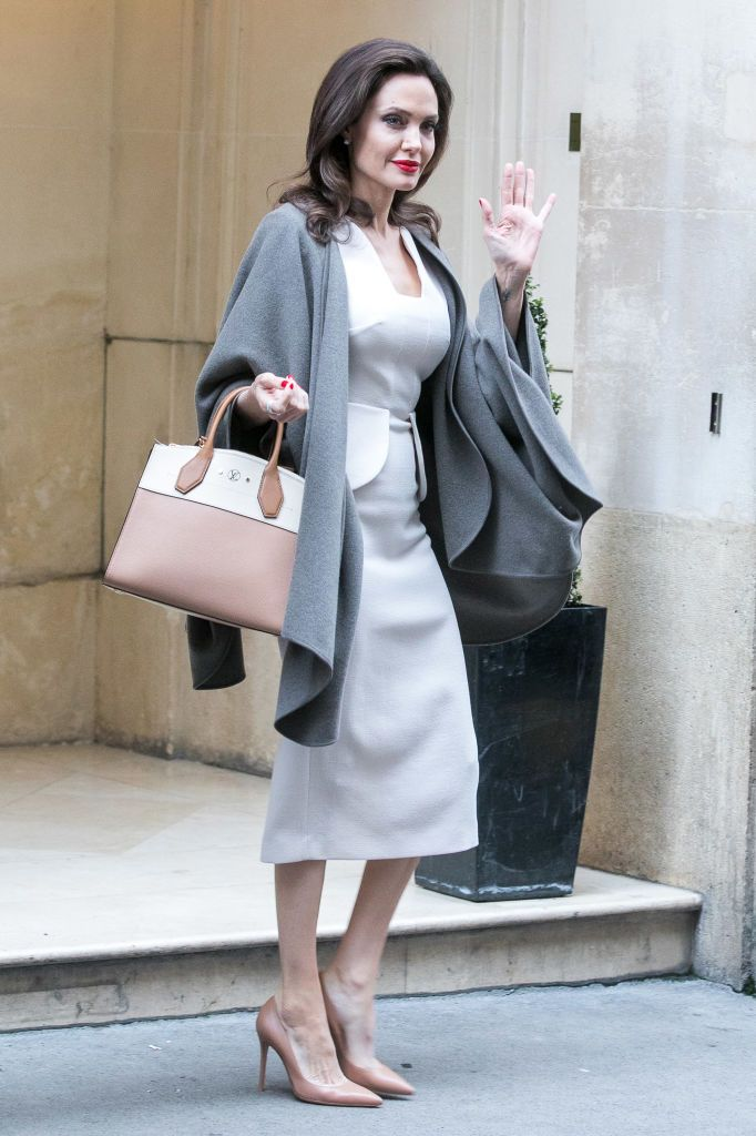 Angelina Jolie's Fashionable Looks That Untie The Knots Of Elegance and Snobbery 3