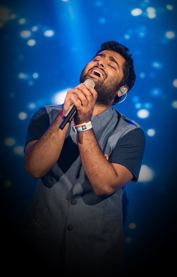 Arijit Singh's Dynamic Looks To Follow