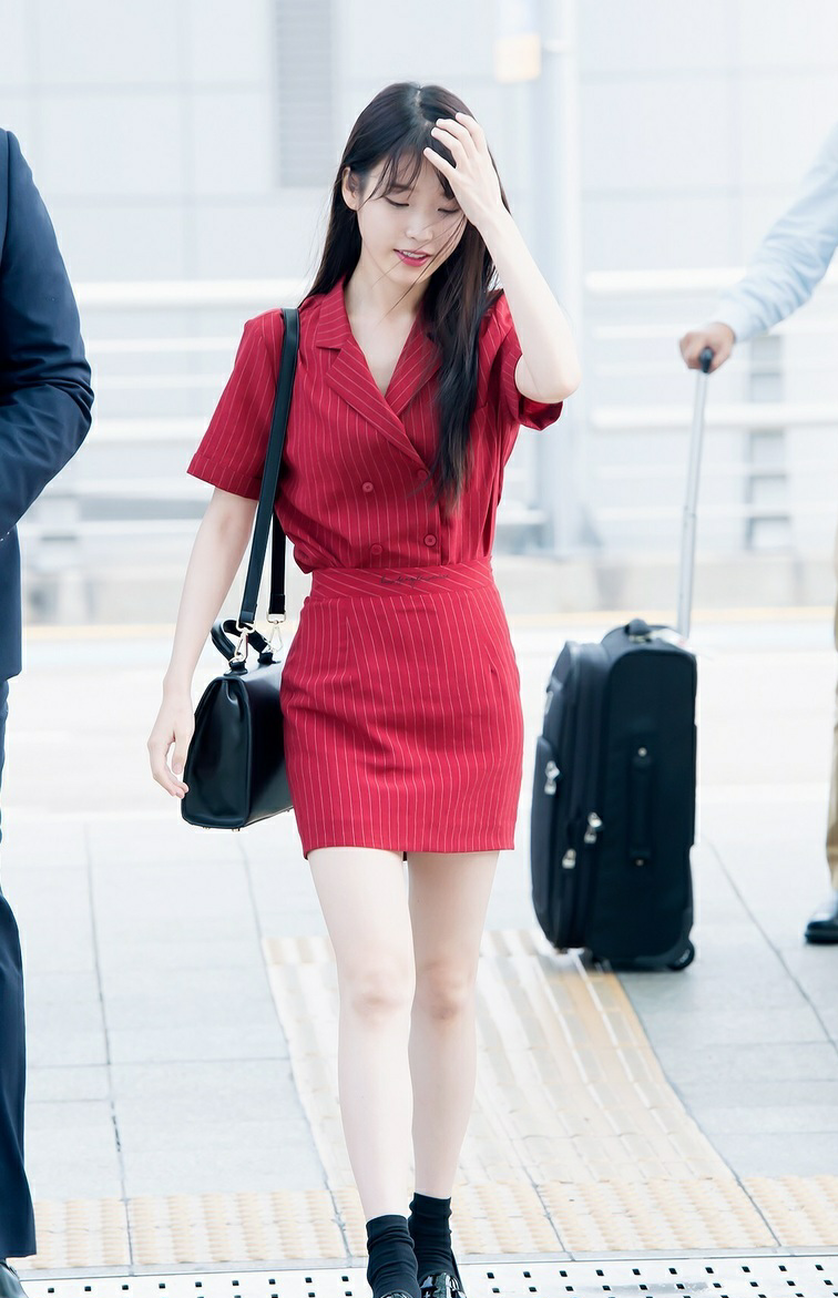 Bae Suzy, IU: Coolest Airport Looks for Girls! 3