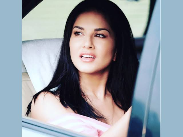 Beauty Personified: Sunny Leone's Candid Pictures Will Leave You Stunned; Take A Look 1