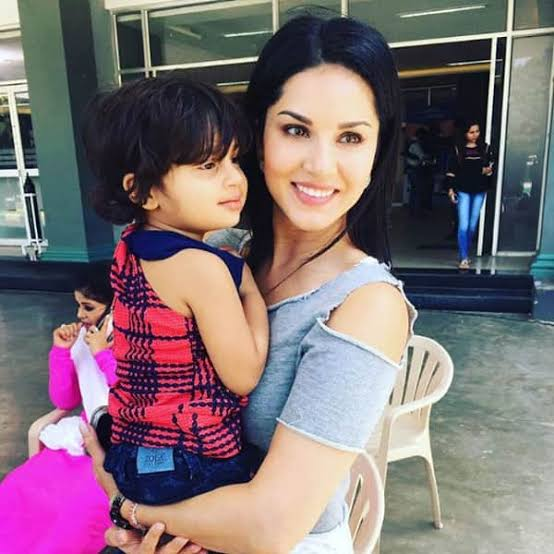 Beauty Personified: Sunny Leone's Candid Pictures Will Leave You Stunned; Take A Look