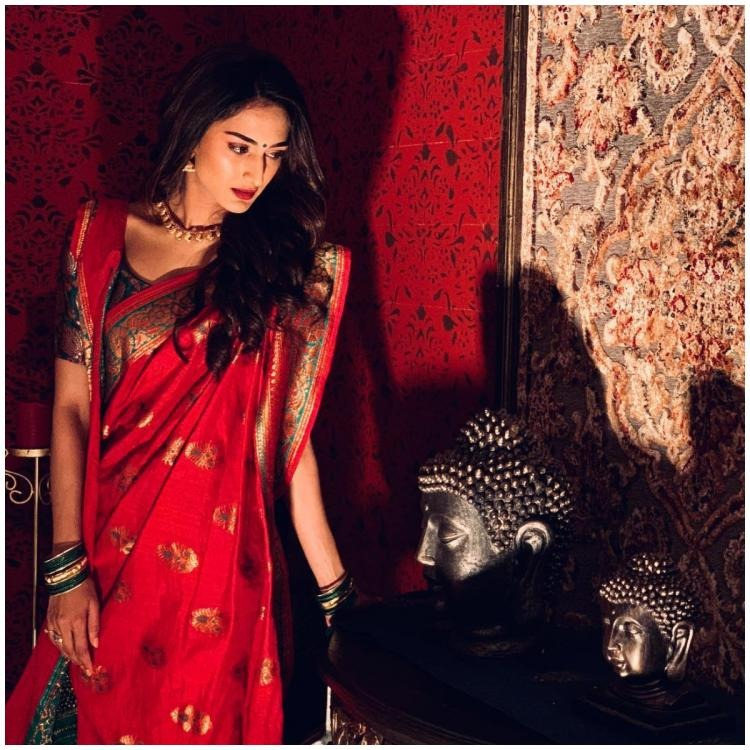 Erica Fernandes's Banarsi Saree Is A Must Have This Festive Season, Here's Why