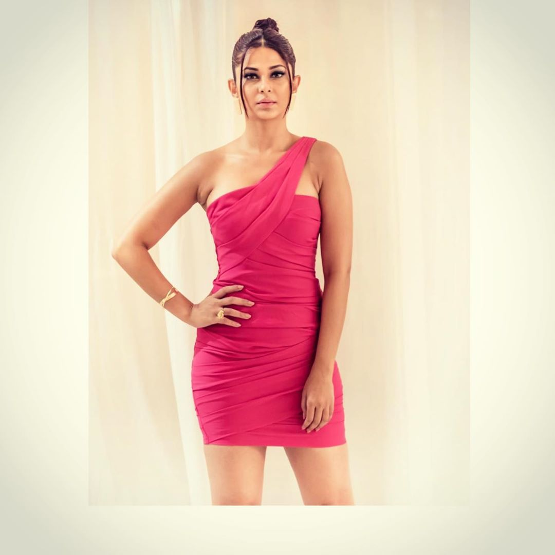 Everytime Jennifer Winget Dazzles In Sexy Bodycon Outfits! 2