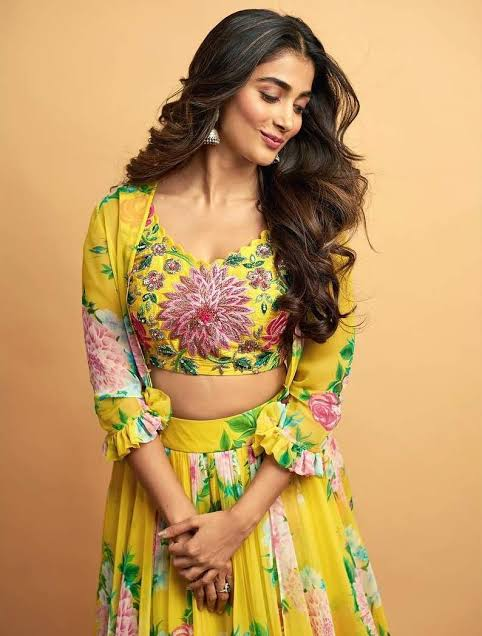 Floral To Sequins: Pooja Hegde, Tamannaah Bhatia And Keerthy Suresh Will Give You Ideas For Your Ethnic Wardrobe 2