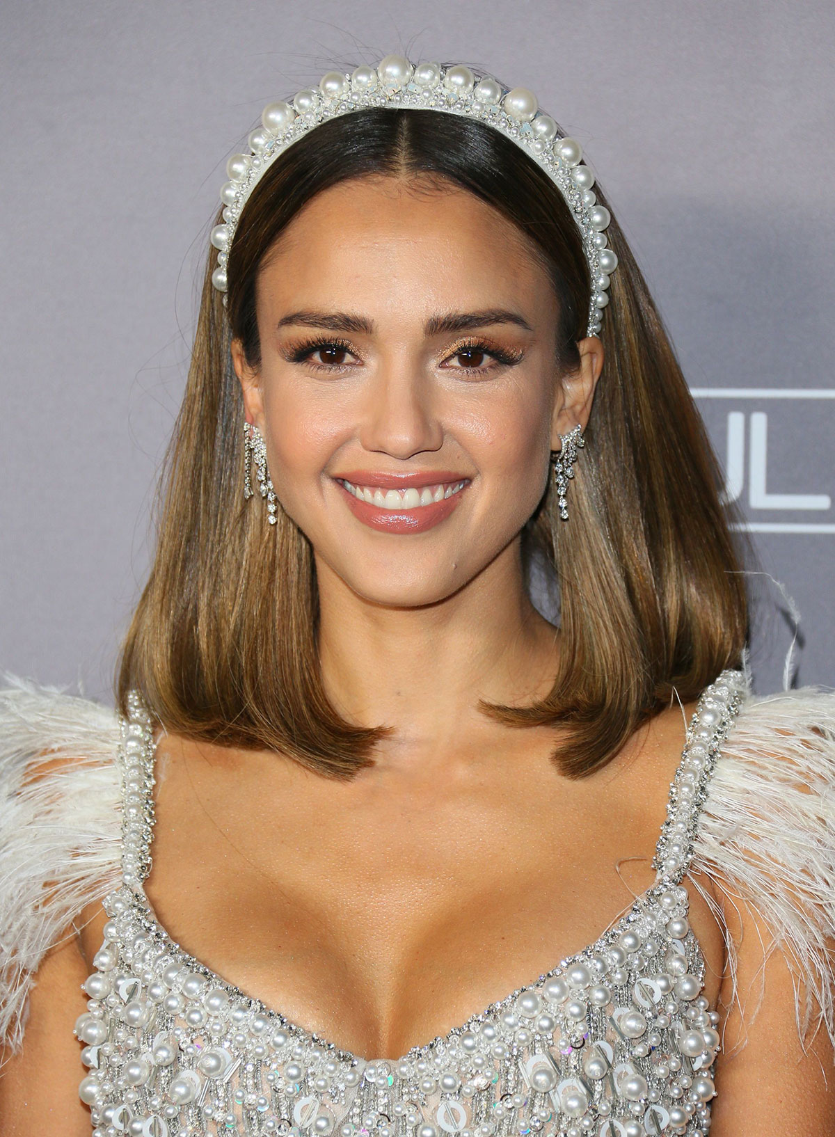 Hairstyles to follow from Kate Winslet, Jessica Alba, and Emma Watson 4