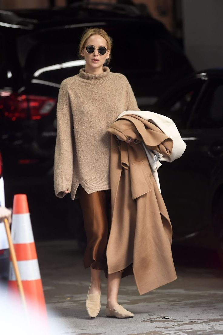 How To Style In Monotone Outfits? Learn From Pamela Anderson, Jennifer Lawrence, Halle Berry 1