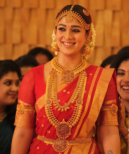 Maang Tika To Nose Ring: Nayanthara's Different Accessories Collection From Her Wardrobe 3