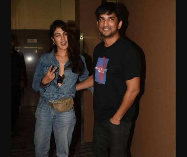 Rhea Chakraborty Hot Unseen Pictures With Sushant Singh Rajput 1