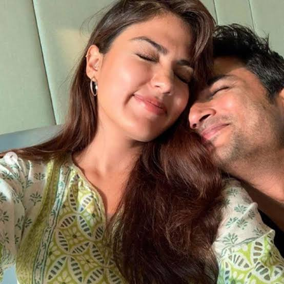Rhea Chakraborty Hot Unseen Pictures With Sushant Singh Rajput