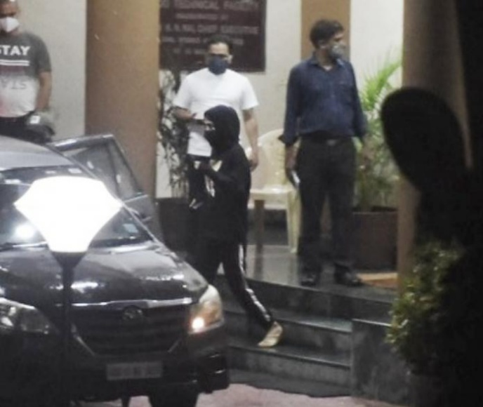 Rhea Chakraborty SPOTTED coming out of DRDO office after third day of CBI grilling