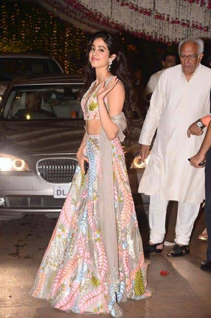 See Pics: How Janhvi Kapoor Inspired Us To Wear Manish Malhotra Collection