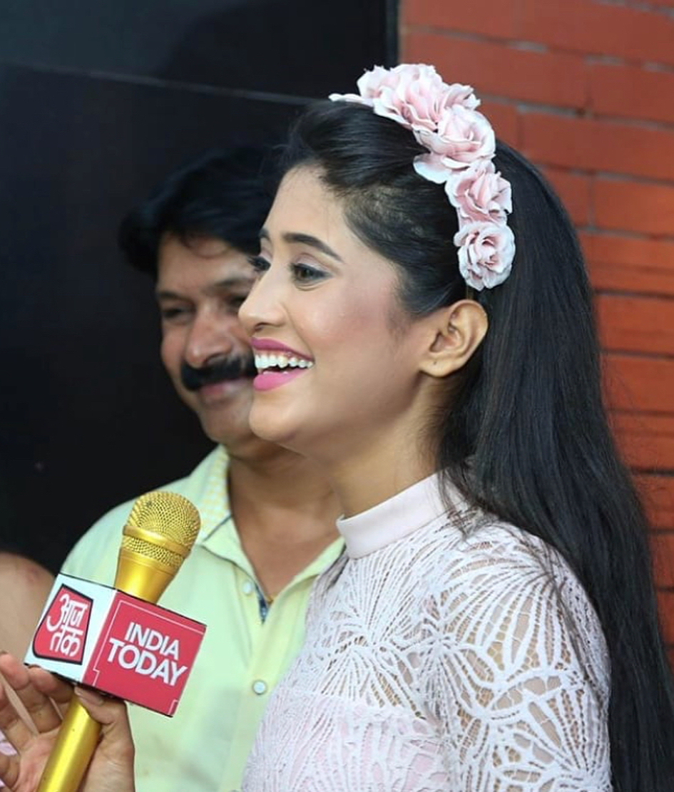 Shivangi Joshi: 3 Ways To Spice Up Your Look With Hair Bands From Yeh Rishta Kya Kehlata Hai Actress 4
