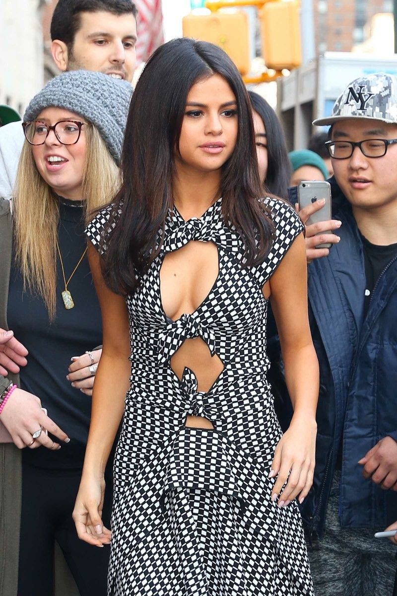 Times When We Became Selena Gomez's Fashion Victim 4