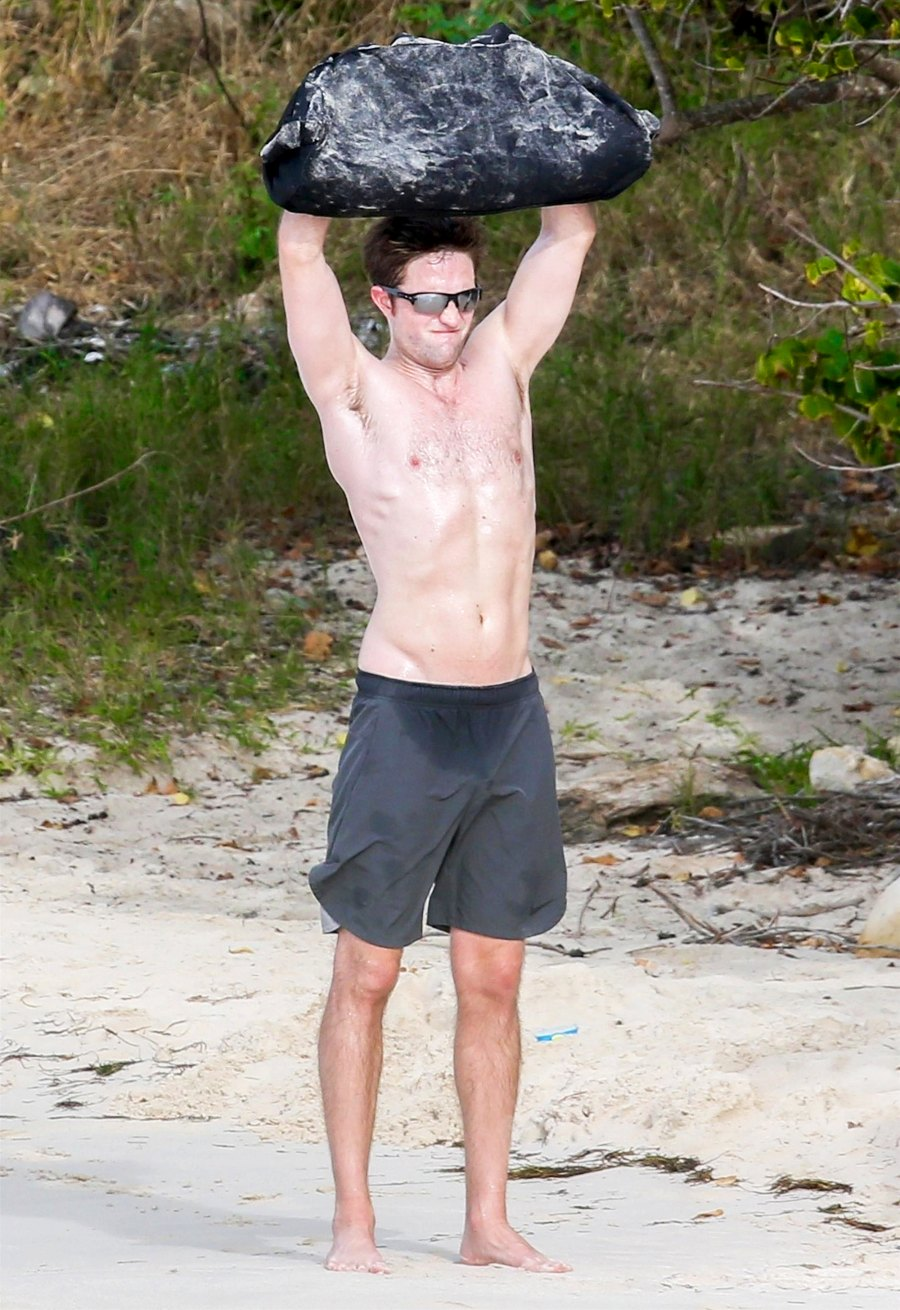 When Robert Pattinson Poses For A Oh-So-Perfect Shirtless Selfie! 2