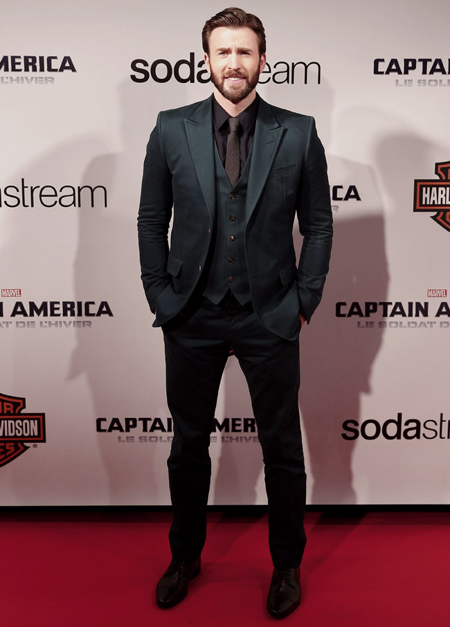 From White To Black: Colourful Suit Looks From Chris Evans 1