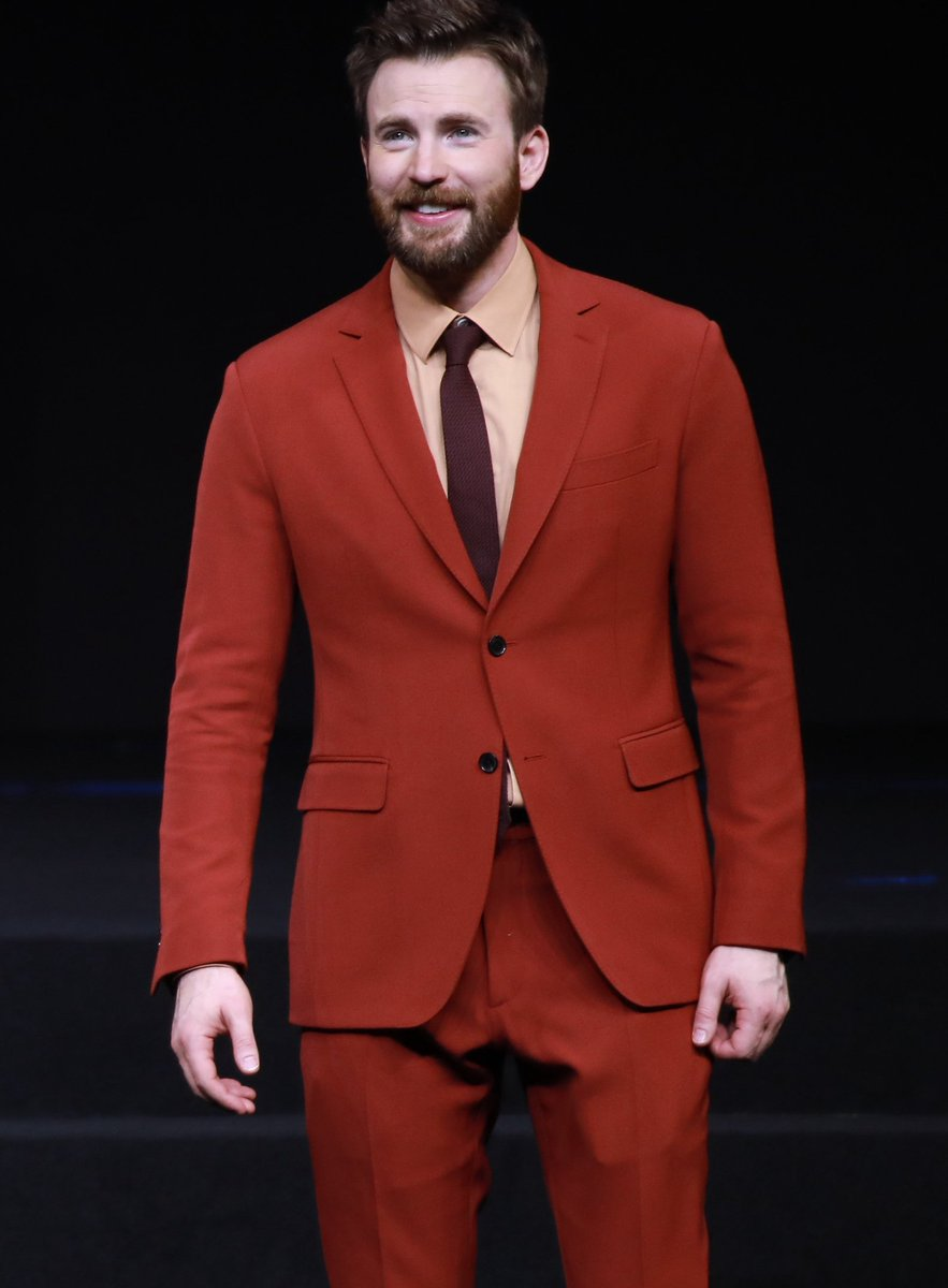From White To Black: Colourful Suit Looks From Chris Evans 4