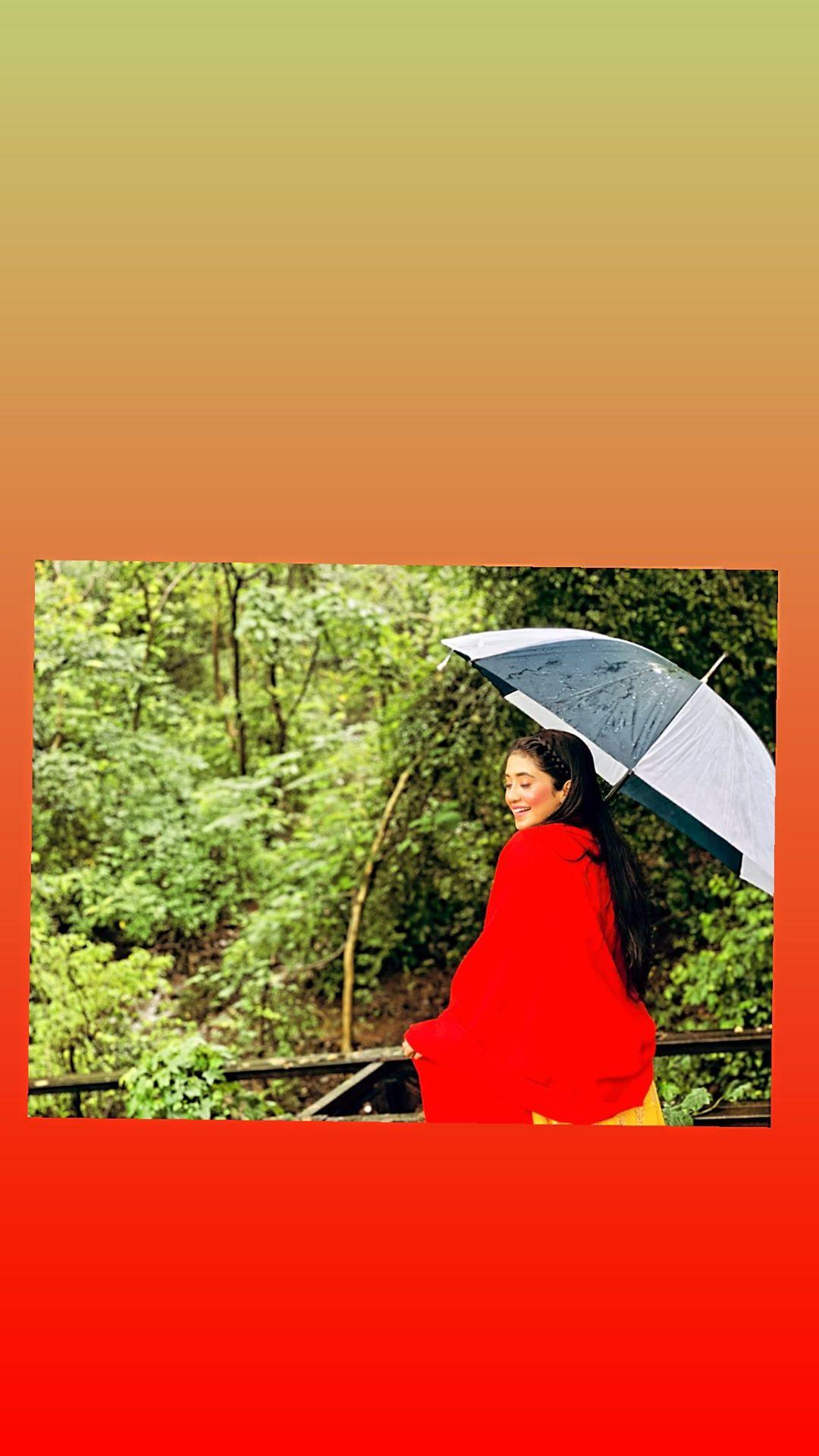 Have you seen Yeh Rishta Kya Kehlata Hai actress Shivangi Joshi's pretty pictures yet?