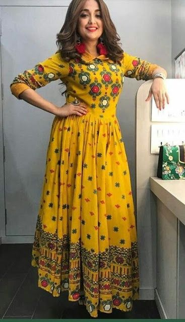 How To Amp Up Your Ethnic Outfits For THIS Navratri Like Monali Thakur?