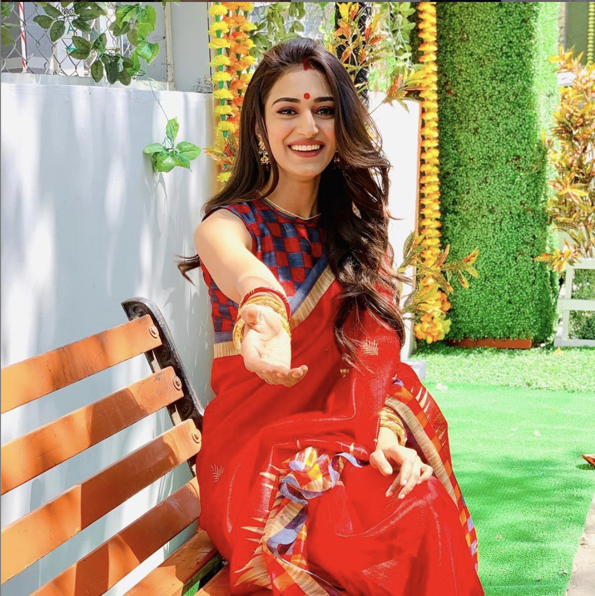 PHOTOS: Hina Khan, Shivangi Joshi, Erica Fernandes's On-Screen Saree With Sindoor Looks That Caught Our Attention 4