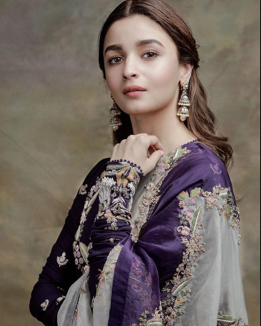 RECREATE Alia Bhatt's Signature Looks!! 2