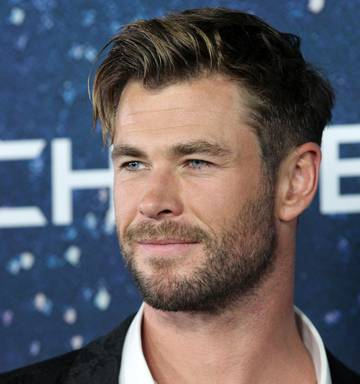 These Hairstyles From Chris Hemsworth Are Jaw-Dropping 6