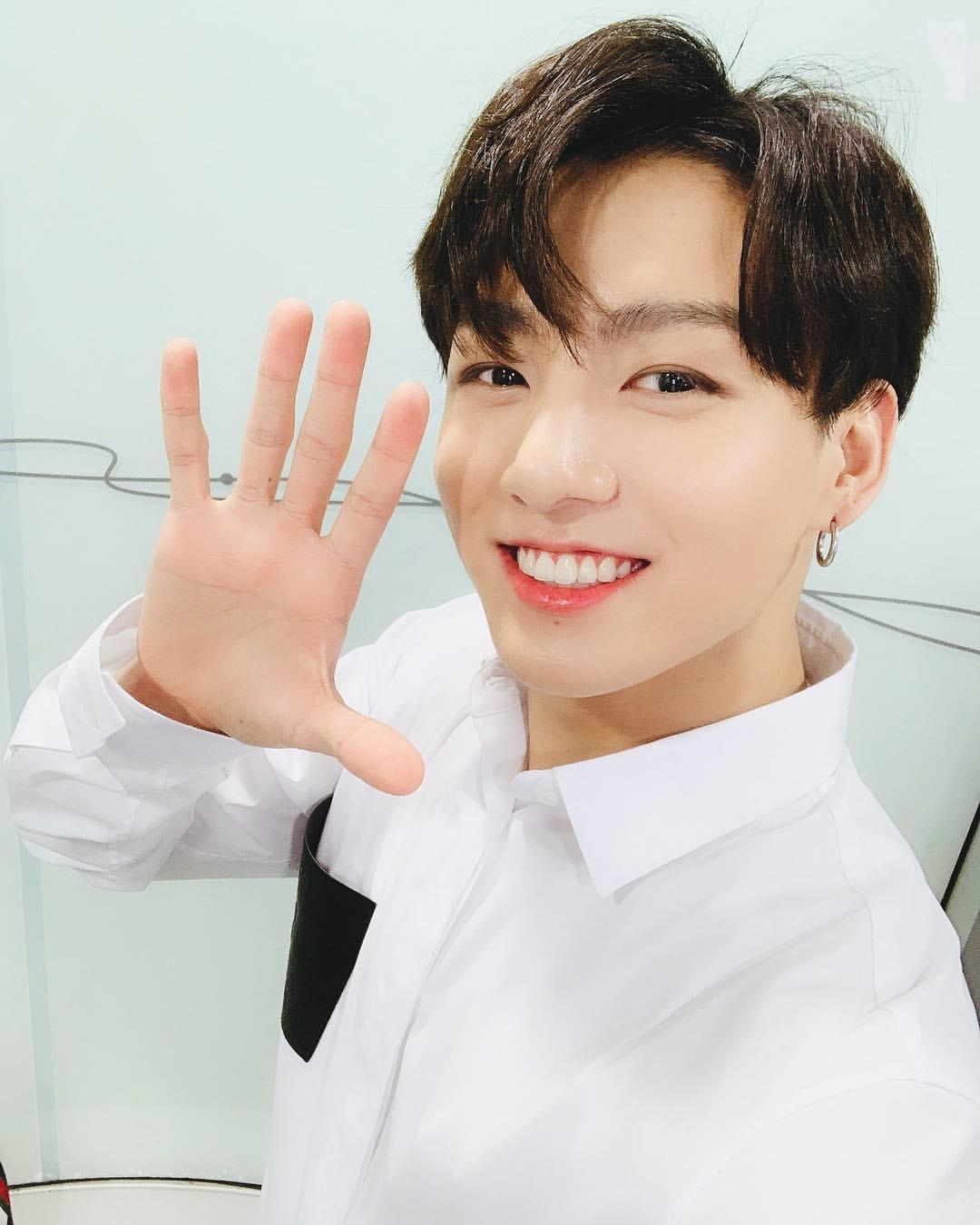 Top SELFIE Moments Of Jungkook That You Can't-Miss 9