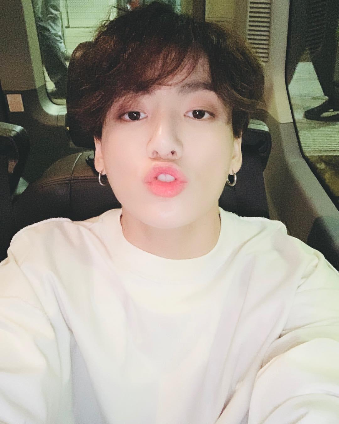 Top SELFIE Moments Of Jungkook That You Can't-Miss 3