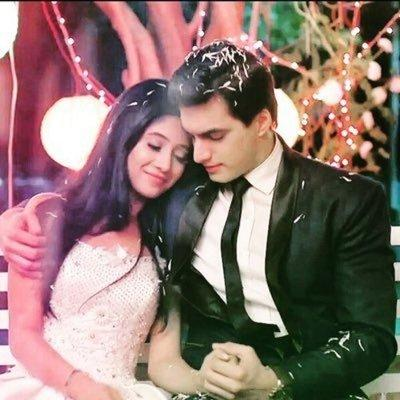 Yeh Rishta Kya Kehlata Hai: Check Out; KAIRA's BLACK And WHITE Collection That Can Inspire Your Next Look 2