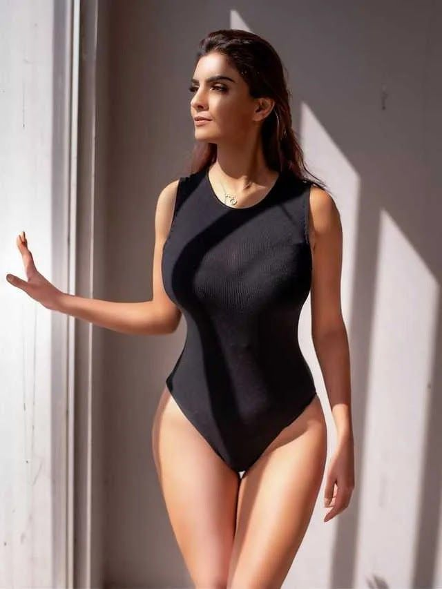 Anveshi Jain's Bikini and Swimwear Pictures Go Viral 2