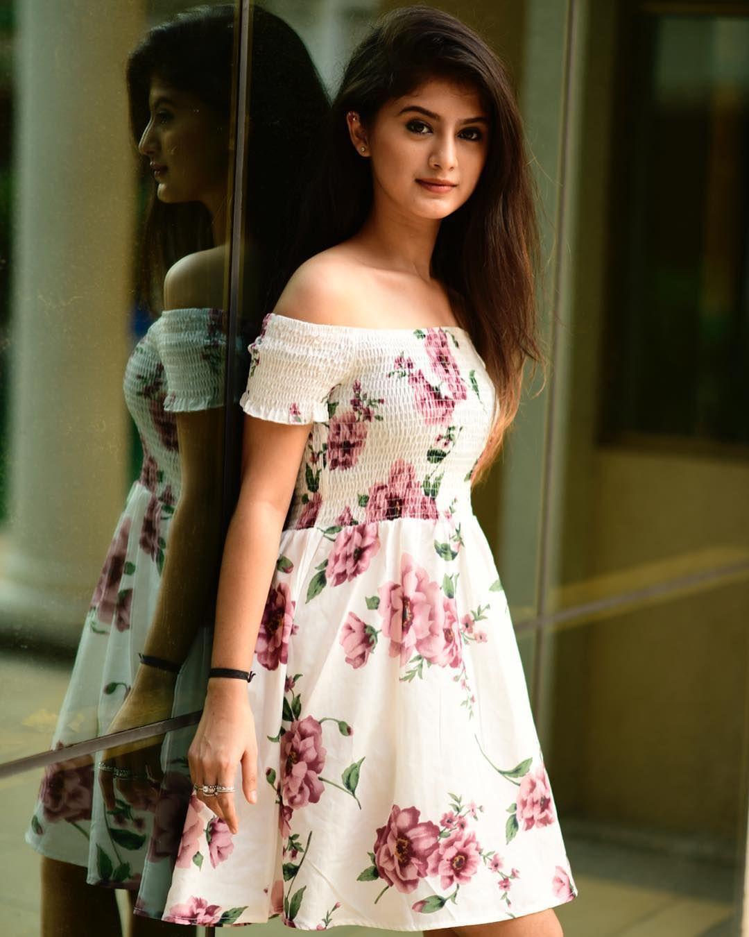 Avneet Kaur, Arishfa Khan, Jannat Zubair's Stunning Off-Shoulder Outfits Will Give You A Sexy Look! 1