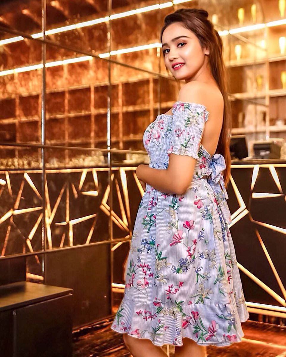 Avneet Kaur & Ashi Singh ooze the oomph in these cold shoulder tops; see sexy pictures 2