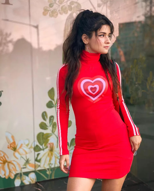 Jannat Zubair, Avneet Kaur, Ashi Singh Ooze The Oomph In These High Neck Outfits; See Sexy Pictures 1